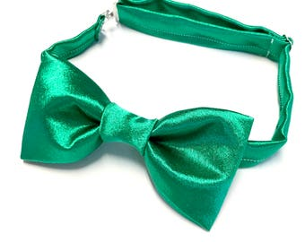 Emerald Green Bowtie, Green Bow tie, Green Satin Bow tie, Emerald Green Satin Bowtie, Dark Green Bowtie, Kelly Green Bowtie, Pre-tied Green