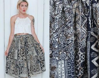 Folk Skirt // Highwaist Patterned Skirt // 1980s Lightweight Floral Tan Navy Midi Skirt Size XS 2 4