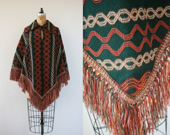 vintage 1970s poncho / 70s woven cape / 70s green and rust fringe trimmed poncho / 70s boho poncho / hippie cape / s medium large xl