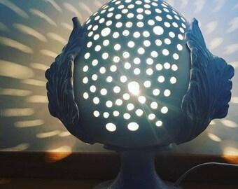 Lampada traforata in ceramica modello pumo pugliese