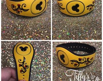 Mickey or Minnie Swirl Magic Band Decal