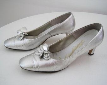 Vintage 1950s Silver Heels - Metallic Silver Pumps Retro Mid Century with Gem Bead Detail - Space Age - Medium Size 7.5