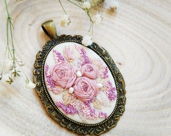 DPR1 Dusty pink roses necklace
