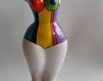 """Statue dans le style des Nanas Niki de Saint Phalle, """"Mary"""" pièce unique en céramique, Laure Terrier. Hauteur 30 centimètres"""