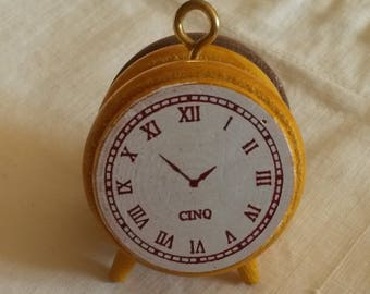 Stamp in the shape of miniature alarm clock / dial to ink