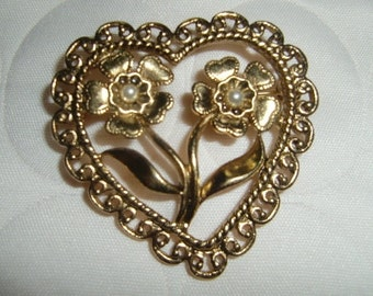 Vintage Gold Tone Heart Shape Brooch With Two Faux pearl In Flower