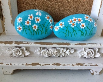 Mother's Day Daisies Painted Rocks, Set of 2, Mother's Day Gift, Easter gift, Teacher gift, Christmas gift, Daisy Painting, Dragonfly
