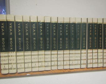 WORLD BOOK ENCYCLOPEDIA Yearbooks , Choice of 1967, 68,69,70,71,72,73,74,75,76,77,78,79,80, 81,83,84,86,87,88,89,90,91,92,93,94,95,96,97,98