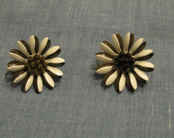 Vintage Brown And White Daisy Enamel Clip Earrings