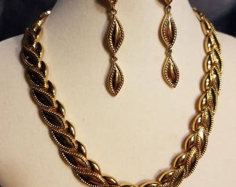 Monet necklace and earrings  Gold plated