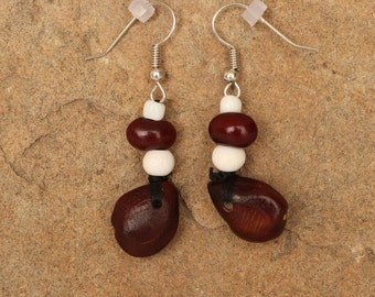 El Tamarindo seeds with white beads and red bean bead earrings.