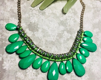 """Vintage 22"""" Goldtone Green Faceted Beaded Chain Clear Rhinestone Necklace"""