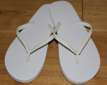 20 Mixed Size White Wedding Flip Flops perfect for Dancing Shoes Baskets or Favour