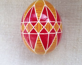 Ukrainian pysanka on chicken egg: Stortsova rozha