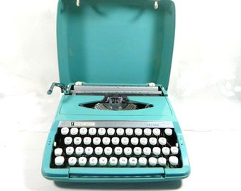 1970s Penncrest Jayvee Turquoise Portable Manual Typewriter Made in England