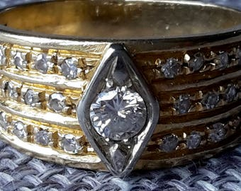 This is a large heavy vintage 18ct 18k yellow gold 0.50ct  1/2 ct diamond statement ring
