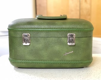 Vintage Aeropak Green Train Case, Small Hardshell Suitcase, Vintage Luggage, Cosmetic Case, Makeup Case, Overnight Case, Theater Prop Decor