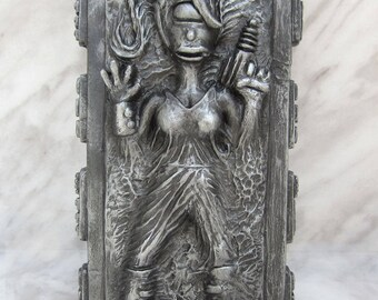 Leela Frozen in Carbonite  futurama collectible figurine