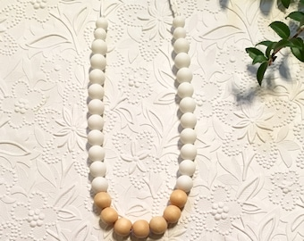 "Silicone Teething Necklace, BPA Free, Food-grade Materials // ""The Annie"""