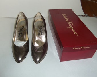 Metallic Ferragamo pumps / 1970s / Size 7