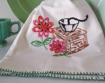 Kitchen Towel, Vintage Dish Towel, Kitchen Decor, Tea Towel, Embroidered Towel, Vintage Linens, Kitchen Linens, Embroidered Linens, Towel