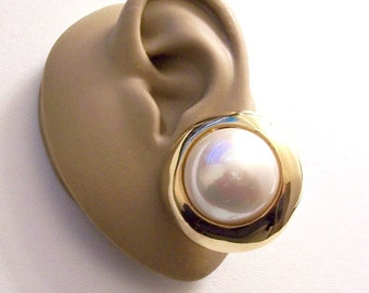Carolee Rainbow Pearl Clip On Earrings Gold Tone Vintage Big Iridescent Bead Large Wide Polish Bevel Edge White Pads