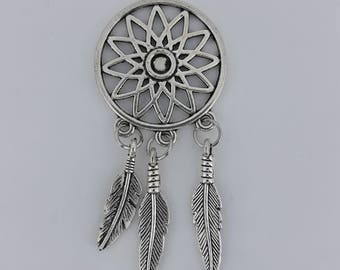 Dreamcatcher dream Charm charm and three feathers in silver tone metal. 2.5 cm in diameter. BOHO Style collection.