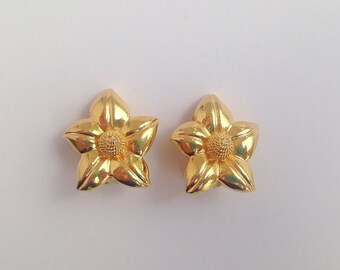 Vintage 1980s Goldtone Flower Clip On Earrings. Floral Jewellery.