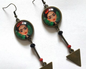 Long earrings Frida Kahlo doll / Frida doll paper under cabochon 20mm bronze breloque / frida patterns green red pearls
