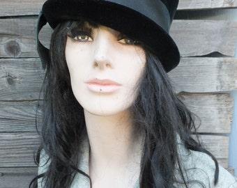 Vintage Hat, Black Velvet Hat w/Ribbon Band / 22