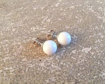 925 sterling silver and white clam 0.8 cm - simple Stud Earrings
