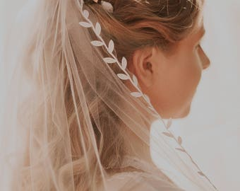 Leaf ribbon veil, Elbow length bridal veil, IVORY or WHITE, Short leaf edged veil, Simple veil on comb, Unique veil, Woodland veil