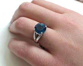 Blue Topaz Ring/ Swiss Blue Topaz/ Sterling Silver Blue Topaz Ring/ December Birthstone/ Blue Topaz Engagement Ring/ Blue Gemstone/ Birthday