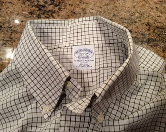 Brooks Brothers Muted Check Dress Shirt - Slim Fit - Non-Iron- small