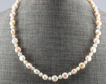 Simple pastel pearl necklace