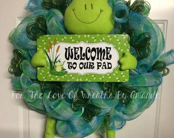 Welcome to our pad frog wreath