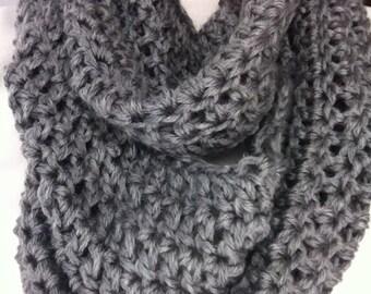 Women's crochet infinity scarf, crochet scarf, chunky scarf, crocheted infinity scarf, cowl scarf
