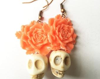 Sugar Skull Earrings, Peach Florals, White Skulls, Frida Kahlo Earrings, Day of the Dead Earrings, Skull Earrings, Peach Rose earrings