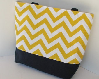 Set of 7 Chevron Beach Bags . Yellow / White Chevron Navy . Standard size . MONOGRAMMING Available . bridesmaids gifts wedding bags