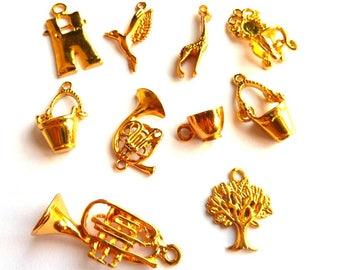 Set of 10 pendants mixed metal gold DY020 L3