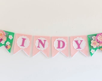 Vintage inspired, personalized name banner garland featuring felt flowers in pink, white, green and apricot. Custom colours available.