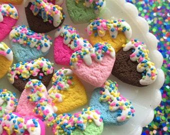 6 pcs - Heart shaped clay cookie mix - Heart sugar cookies with sprinkles - Kawaii decoden clay cabochons
