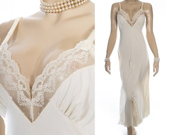 Elegant silky soft 'Shadowline' pretty champagne nylon and delicate matching sexy lace detail 70's vintage long full slip/ nightgown - S405