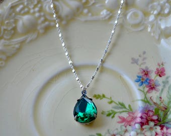 Vintage Rhinestone Necklace, Emerald Green Necklace, Simple Pendant Necklace, Green Pendant, Emerald Pendant, Satellite Chain, Prom Gift