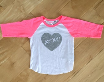 XOXO Glitter Heart Baseball Tee - Toddler 18-24 months - Pink sleeves