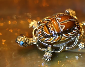 Great little Alice Caviness Turtle Pin