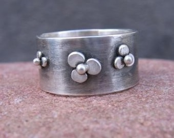 Wildflower Wide Band . sterling silver ring with freeform flowers . rustic oxidized-brushed finish . gemstone flower (optional)