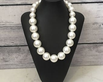 LARGE PEARL NECKLACE Graduated Pearl Necklace White Pearl Necklace Chunky Pearl Necklace Big Pearl Necklace Modern Pearl Necklace Large