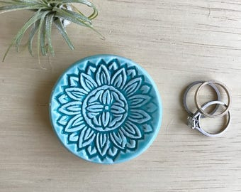 Tiny Ringdish, Ceramic Ring Dish, Wood Stamp Design, Turquoise Dish, Best Friend Gift, Unique Bowl, Jewelry Storage Idea, Small Jewelry Dish