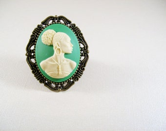 Larsi ring YD-020R green from Radiant Inspiration collection with ethnic African American cameo